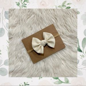 👑Ivory Classic Bow on Nylon or Clip In!